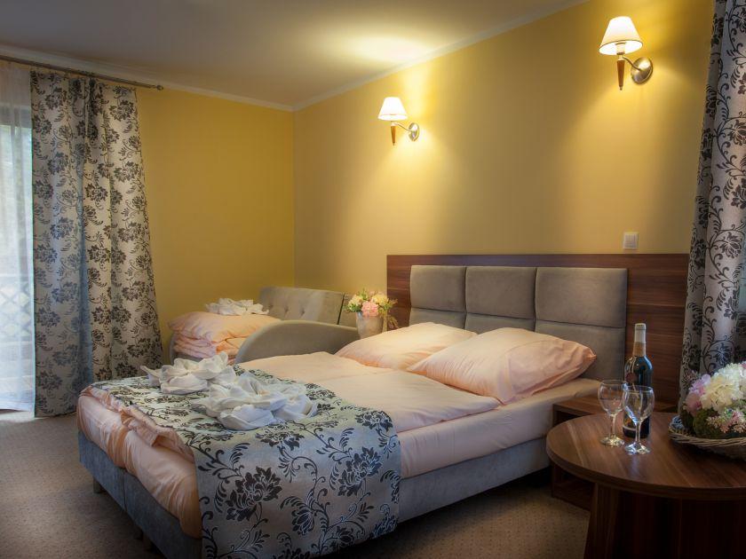 Pokój  Lux  2+2